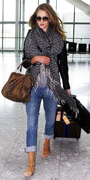 06-08-11 London, UK Actress Rosie Huntington-Whiteley arrives at Heathrow Airport to catch a flight out of London. NON-EXCLUSIVE PIX by Flynet ©2011 818-307-4813 Nicolas rosie huntington-whiteley catching a flight at heathrow airport